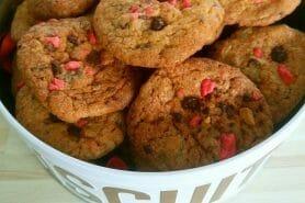 Cookies aux éclats de pralines roses et pépites de chocolat