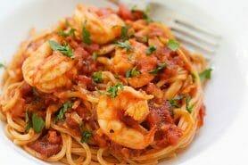Spaghettis aux crevettes et à l'ail