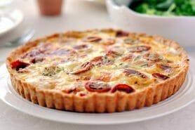 Tarte au thon, tomate et moutarde
