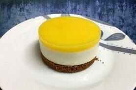 Panna cotta citron sur sablé spéculoos et miroir de mangue