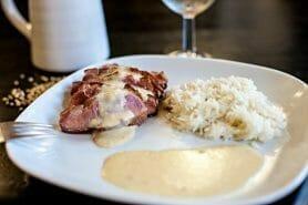 Magret de canard sauce au poivre blanc