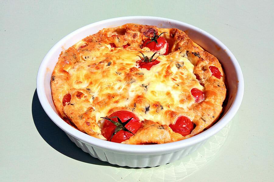 Clafoutis tomates cerises et fromage de chèvre
