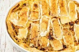 Tarte au camembert, pommes et lardons