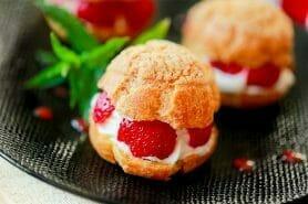 Choux craquelin fraises chantilly au Thermomix