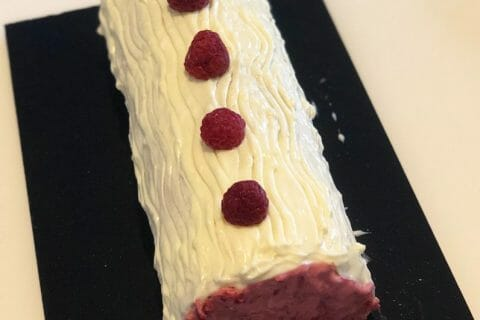 Bûche de Noël framboises et chocolat blanc Thermomix par SoleneBg