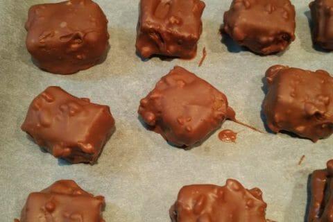 Caramels aux cacahuètes enrobés de chocolat Thermomix par Anna62