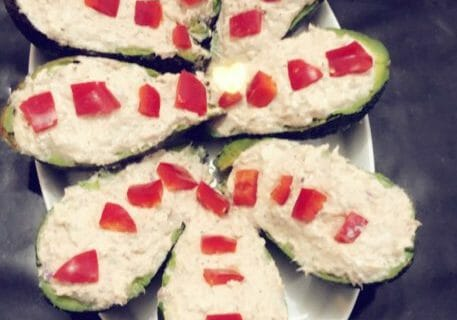 Avocats aux rillettes de thon au basilic Thermomix par Mayssa69