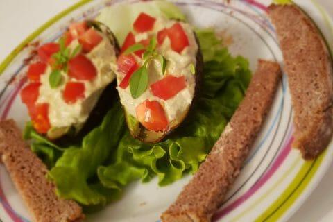 Avocats aux rillettes de thon au basilic au Thermomix