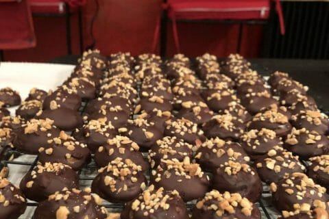 Caramels aux cacahuètes enrobés de chocolat Thermomix par Dan19